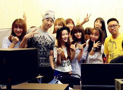 SING女团录制新歌 《灵儿想叮当》温暖圣诞