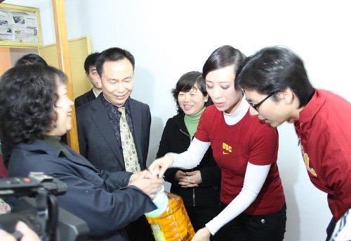 刘伦浩翁虹热衷公益事业 呼吁大众关爱两性健康