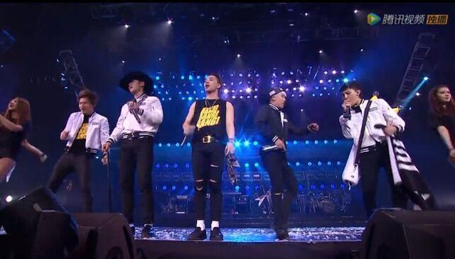BIGBANG澳门演唱会100万人在线看 胜利唱《小苹果》