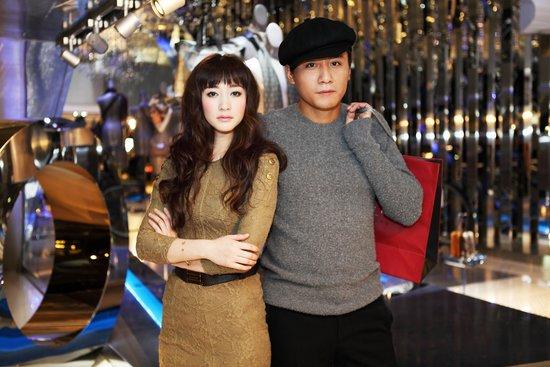 刘烨李小冉出席时尚活动 携手盛装走红毯(图)