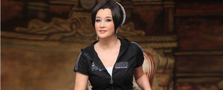 刘晓庆虽然已经年近60,但她对自己的外表仍然充满自信。