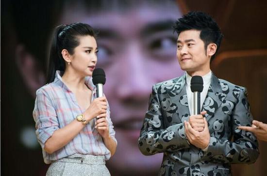 李冰冰熊抱任泉   腾讯娱乐讯国际影星李冰冰日前现身《天...