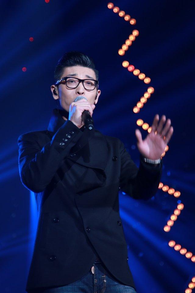 张赫宣妻子_蚌埠演唱会:张赫宣获年度十大新锐歌手 带病出席录至深夜