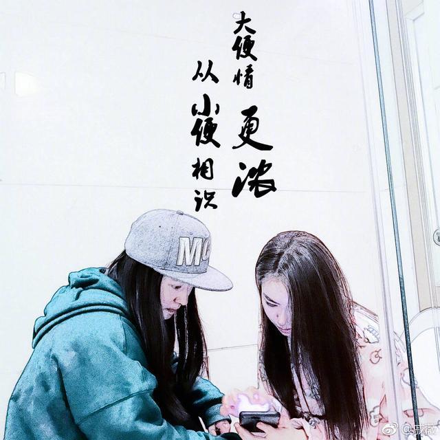 """""""马桶女神""""戚薇曝新照 经纪人也没能幸免"""