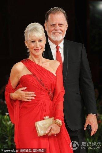 组图:威尼斯闭幕红毯 海伦·米伦与老公秀恩爱