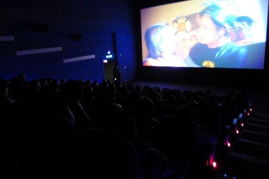电影《疯狂的蠢贼》上映火爆 首周末票房破千万