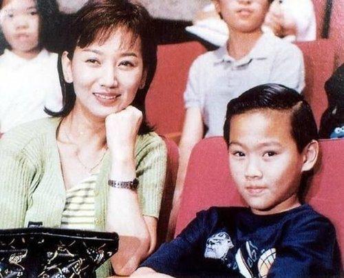 赵雅芝20年前亲子照首度曝光