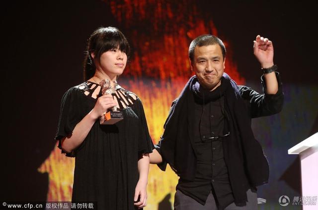 《推拿》获最佳艺术贡献奖 娄烨携盲女张磊登台