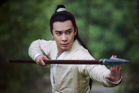 《新射雕》两版杨康穿越同框 苗侨伟鼓励陈星旭