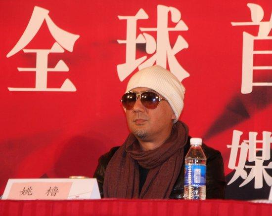 姚橹出席《让子弹飞》首映 潮人造型星味十足
