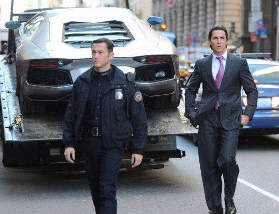 《蝙蝠侠3》曝纽约片场照 约瑟夫帅气警服亮相