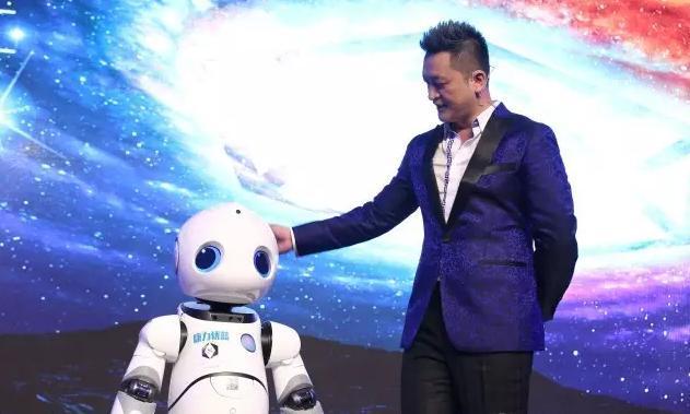 一向天开发布会别开生面 机器人主持你见过吗