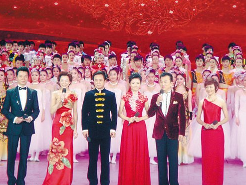 媒体评论:节俭办晚会应从央视春晚开始