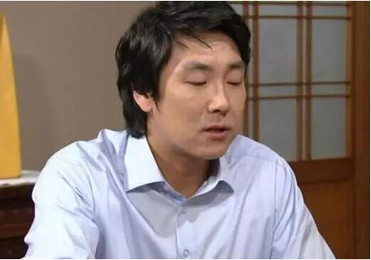 打败宋仲基成韩国男人偶像