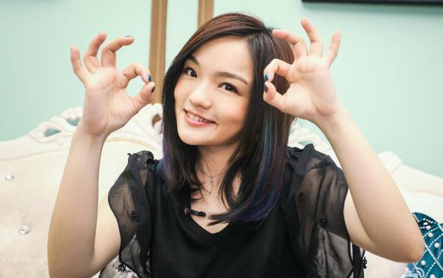 徐佳瑩萌戳網友 呆萌小公舉變身表情包