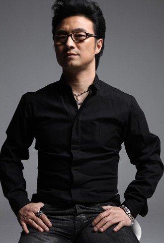 华鼎奖最佳男女歌手竞争激烈 汪峰张靓颖领跑