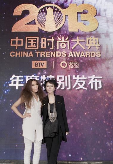 """...歌者\""""之称的歌手金池携手著名时尚设计师刘芳亮相盛典一路..."""