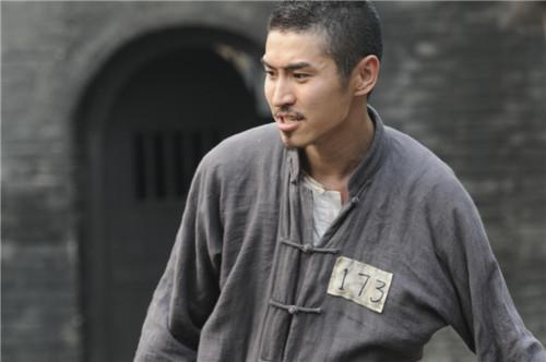 《乱世书香》好评爆棚 孟召重白发形象PK吴秀波