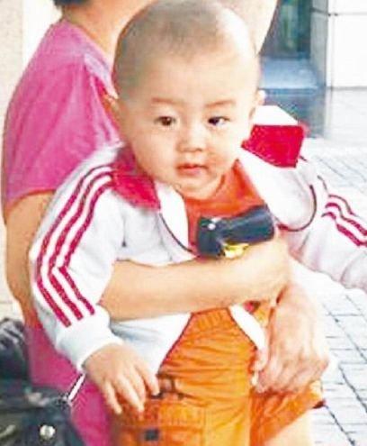 谢霆锋二儿子要减肥 不满1岁时超重3斤(图)