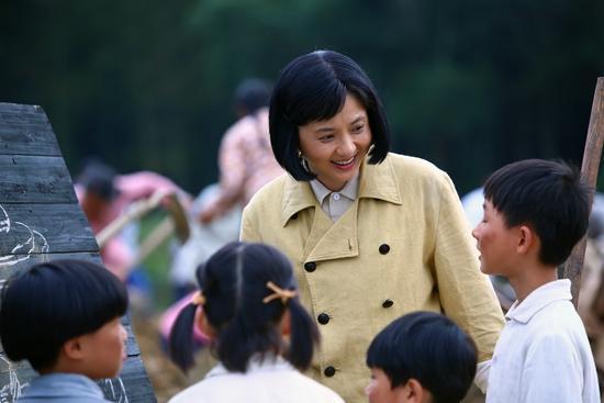 长影献礼建党95周年 《老阿姨》北京首映