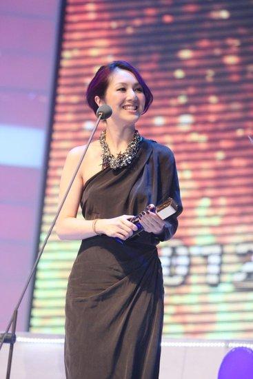 杨千嬅向Lisa.S传授怀孕经验 北京拿奖哮喘病发