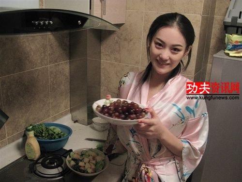张馨予曝床照否认出台图片