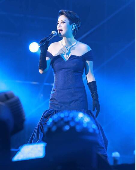 毛阿敏跨年回上海开唱 演绎两个世纪音乐情怀