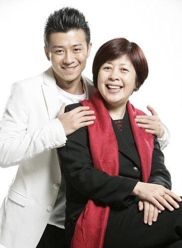 《红楼》主创回应质疑 李小婉透露儿子林申已婚