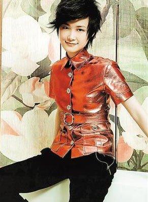"""何洁婚礼发短信邀请李宇春 被指""""没有诚意"""""""