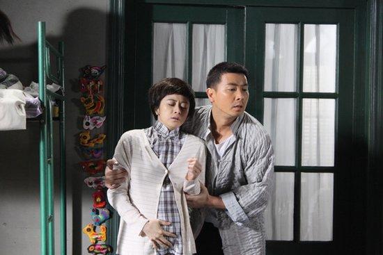 何美钿出演《南国有佳人》 左拥保剑锋右抱赵煊