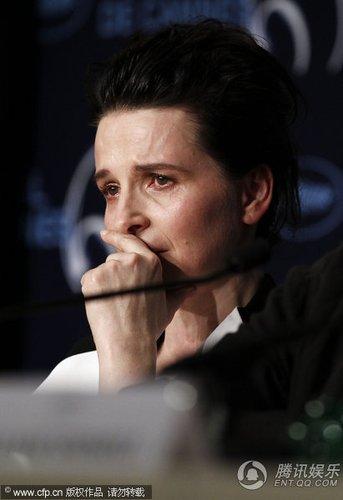 电影《合法副本》举行发布会 比诺什表情不轻松