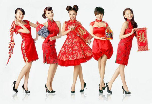 青春美少女组合演唱了成名曲《快乐宝贝》《i