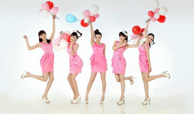 歌迷美表情重庆跨年演唱1新年为少女送v歌迷你我包青春服了图片