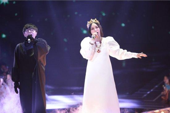 华晨宇尚雯婕快男舞台现神合作 萧亚轩力挺花花