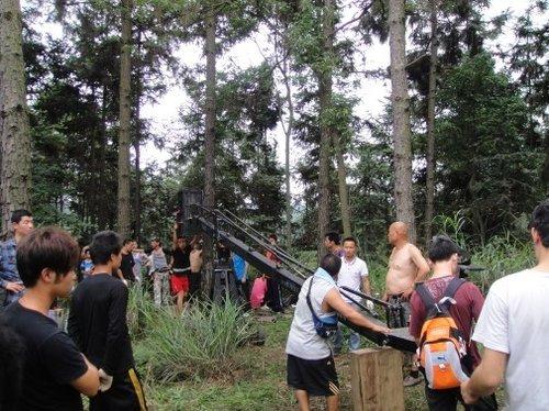 《双节棍》顶酷暑暴雨拍摄 陈天星称不影响首映