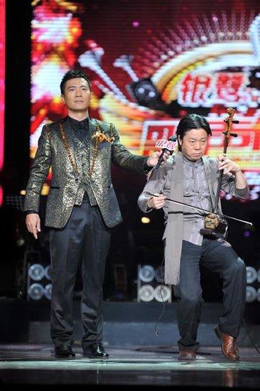 卞留念幕后到台前 《歌声传奇》二胡玩出摇滚风