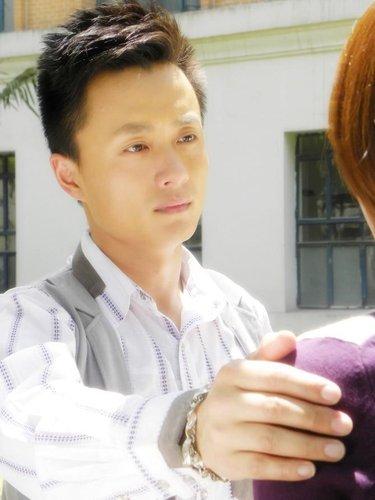 吴健领衔《爱上女主播》 青熟男时尚剧华丽转身