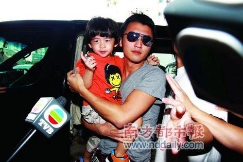 谢贤谈小孙子:他很漂亮 长着我们谢家的鼻子
