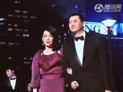 第五届亚洲电影大奖现场视频:周润发夫妇