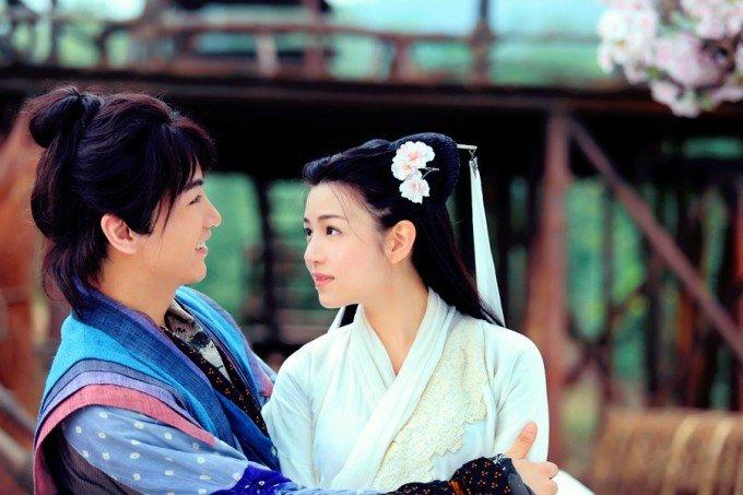 陈晓在《神雕侠侣》中饰演男一号杨过,和陈妍希因戏结缘