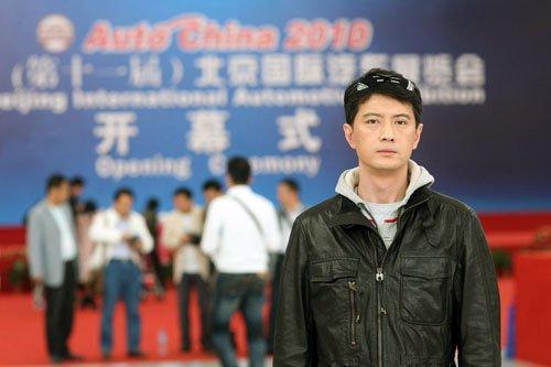 王同辉亮相北京车展 盛赞吴彦祖妻子全场最靓