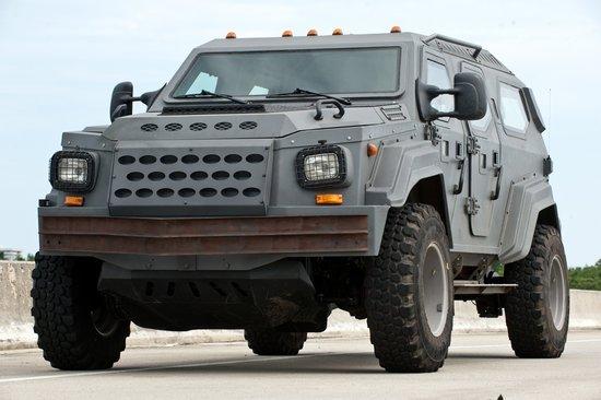 《速度与激情5》座驾升级 军备警力保驾护航