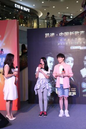 《新歌声》学员处女秀 杨博李佩玲演唱盲选曲