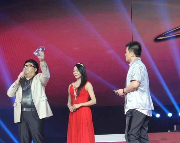 杨光《星光大道十周年盛典》获奖 彰显励志范