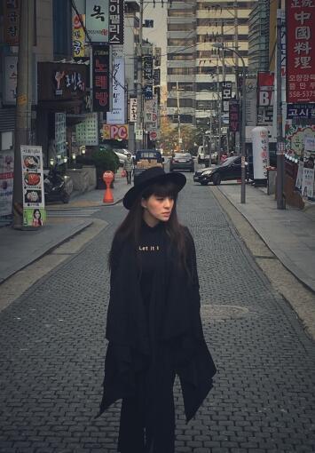 贝贝赴韩录制首张EP 音乐教父金亨锡操刀护航