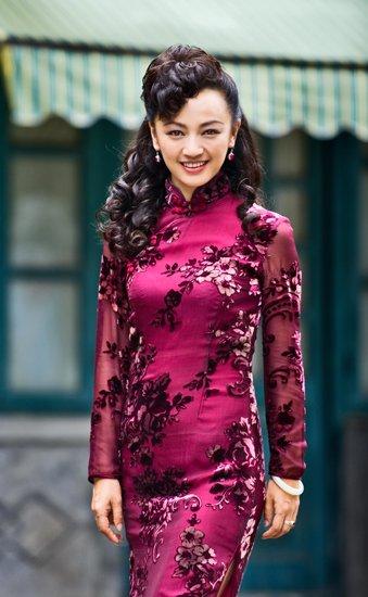 《借枪》v旗袍不差钱罗海琼十几套旗袍展风姿主播美女东方卫视图片