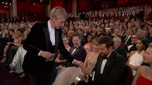奥斯卡笑点花边大搜罗 艾伦带头分披萨玩自拍