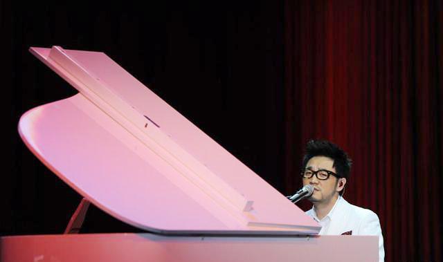 王铮亮登央视元宵晚会 重唱《时间都去哪儿了》