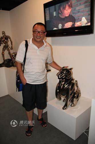 王小帅参观电影原型展 与唐季礼谈原型艺术发展