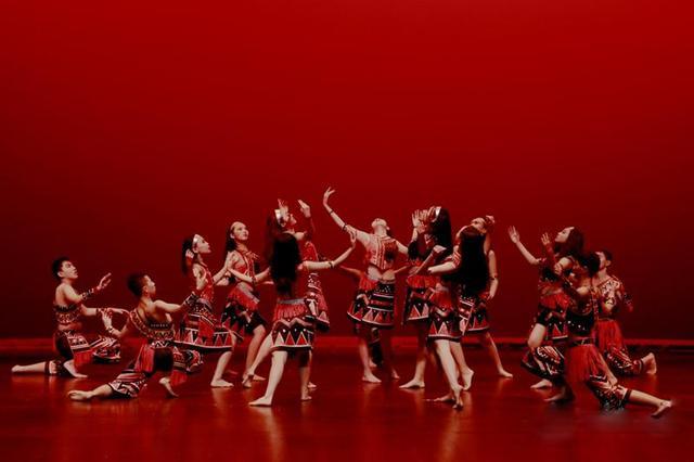 海淀北京实验王子艺术团表演佤族山火《佤图片》胸文舞蹈低装性感中学图片